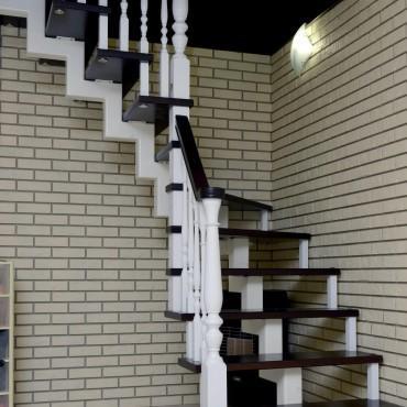 Лестница на центральном косоуре с больцами г. Балашиха