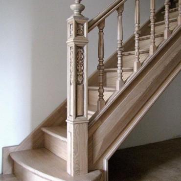 Изящная лестница из массива ясеня г. Орехово-Зуево