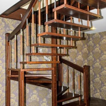 Лестница на больцах с комбинированными балясинами,  г. Орехово-Зуево и Московская область
