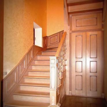Эксклюзивная дубовая лестница с пристенными панелями г. Орехово-Зуево